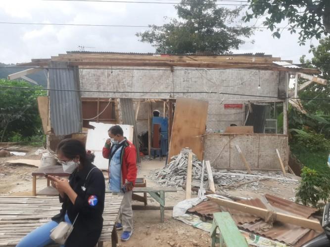 Kisah Pilu Pasutri yang Rumahnya Dihancurkan Orang Tak Dikenal