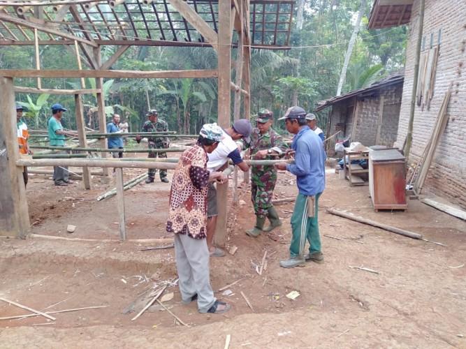 Kodim 0412 Lampura Laksanakan Bedah Rumah Warga Tak Layak Huni