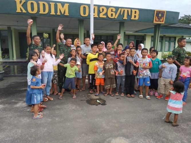 Kodim 0426 Wujud Ramah Terhadap Anak-anak