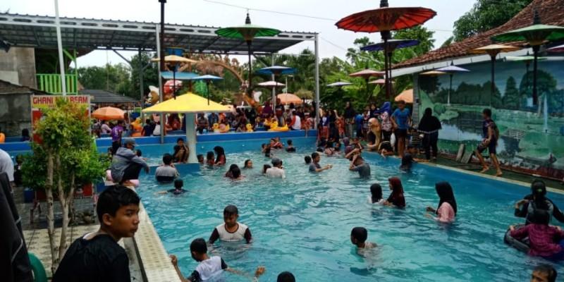 Kolam Renang Tirtasari Diserbu Wisatawan