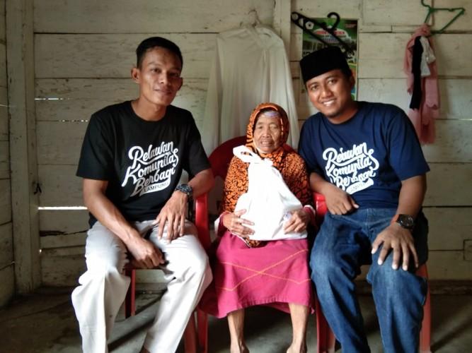 Kombi Lampung Berikan Kado Lebaran kepada Duafa dan Janda Lansia
