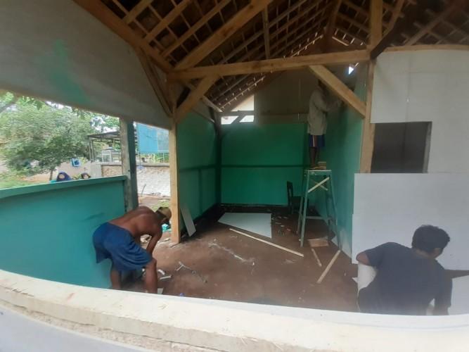 Komunitas Sedekah Lampung Adakan Bedah Rumah