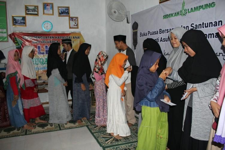 Komunitas Sedekah Lampung Berbagi Dengan Anak Yatim , dan Duafa