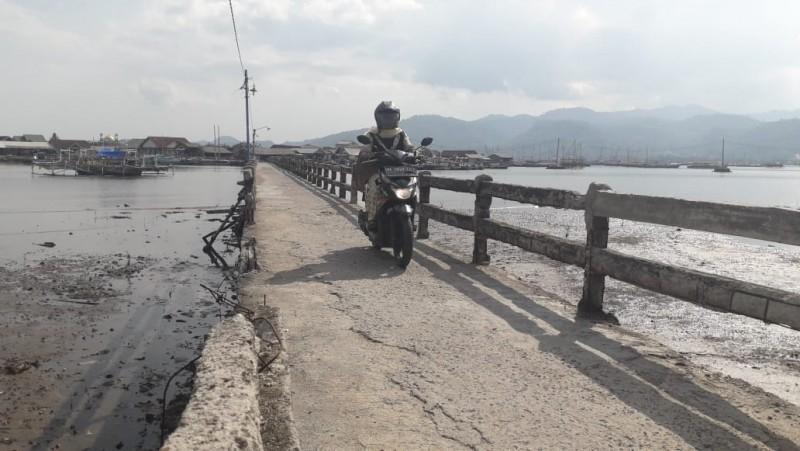Kondisi Jembatan Menuju Pulau Pasaran Memprihatinkan