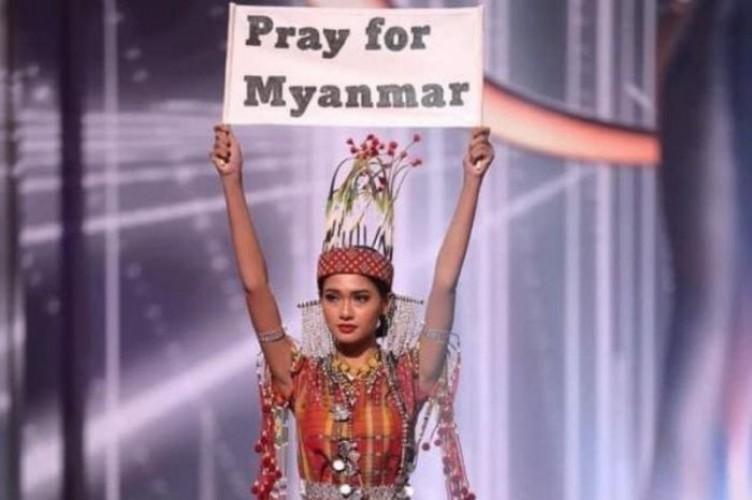 Kontestan Miss Universe 2020  dari Myanmar Nekat Kritik Kudeta dalam Babak <i>National Costume</i>