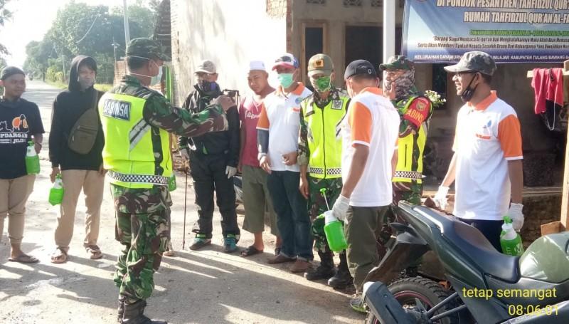 Koramil 412-05/TBU Sterilkan Wilayah Tumijajar dari Korona