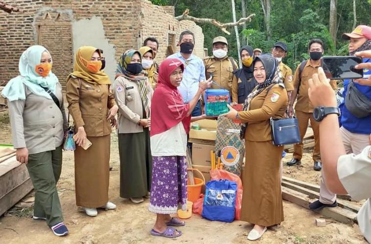 Korban Angin Puting Beliung di Tumijajar Dapat Bantuan Pemerintah