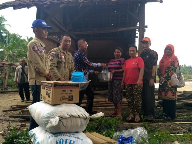 Korban Banjir di Pekon Madaraya Dapat Bantuan