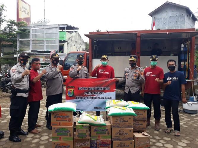 Korban Banjir di Pringsewu Dapat Bantuan Sembako