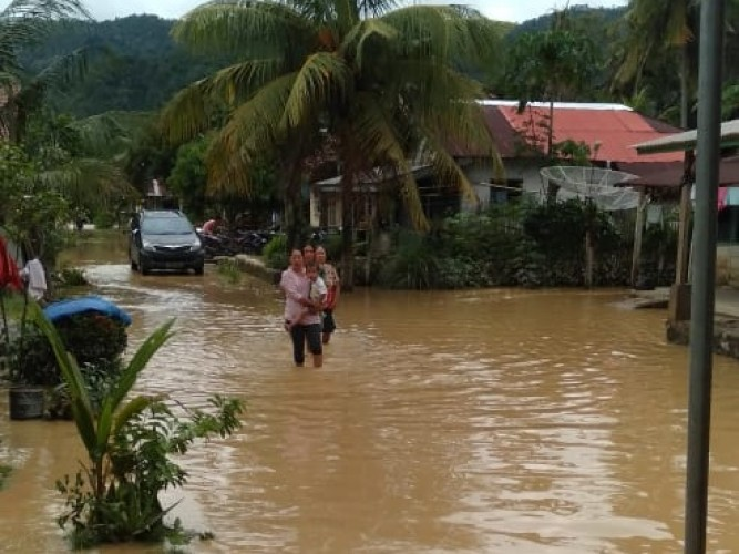 Korban Banjir Pekon Sukaraja Butuh Perhatian Pemkab
