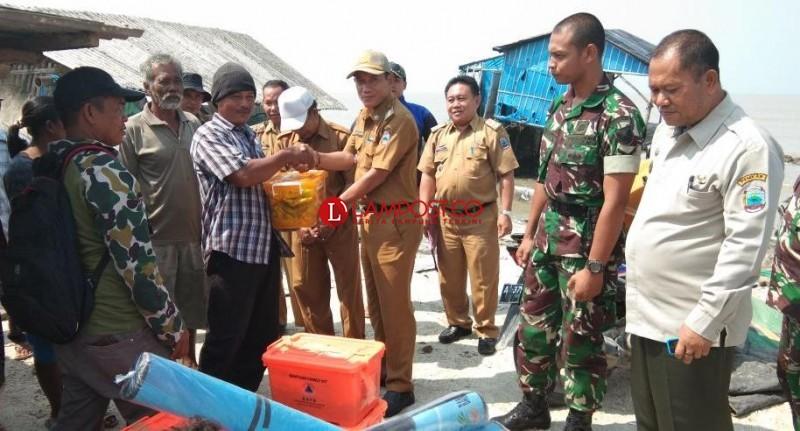 Korban Banjir Rob Dapat Bantuan dari Pemkab Lamsel