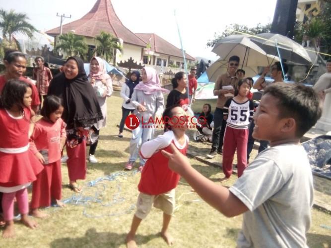Korban Penggusuran Eks Pasar Griya Sukarame Rayakan HUT Ke-73 RI di Kantor DPRD
