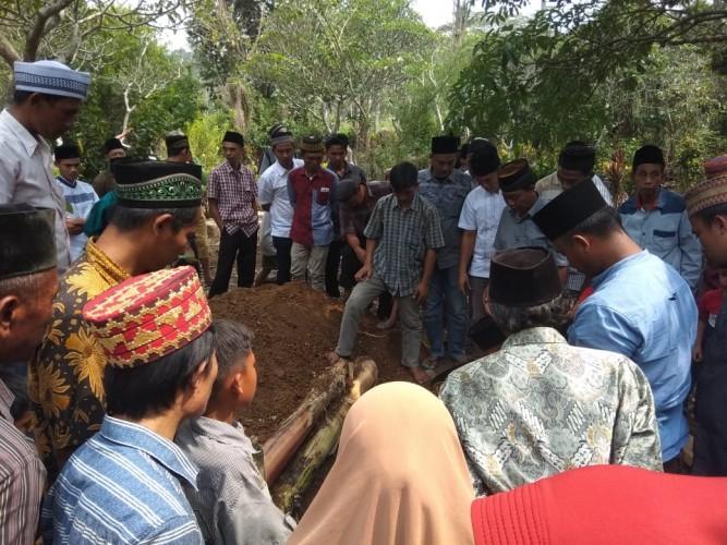 Korban Penusukan di Pilkades Banjarnegeri Dimakamkan