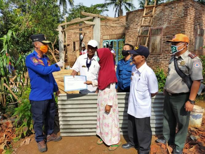 Korban Rumah Rusak Akibat Angin Kencang di Sukoharjo dapat Bantuan