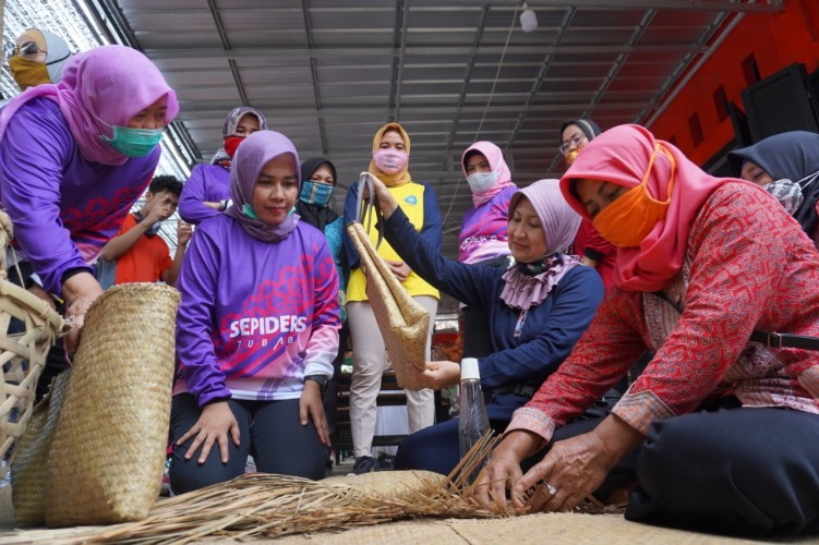Kornelia Umar Perkenalkan Produk UMKM kepada Istri Pangdam II Sriwijaya