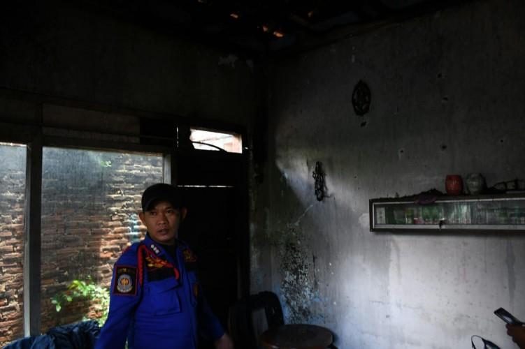 Korsleting Listrik, Rumah Warga Kedamaian Nyaris Ludes Terbakar