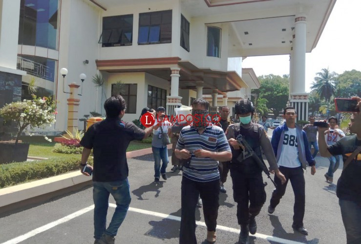 KPK Bawa Sejumlah Berkas Usai Geledah Kantor Bupati Lamsel