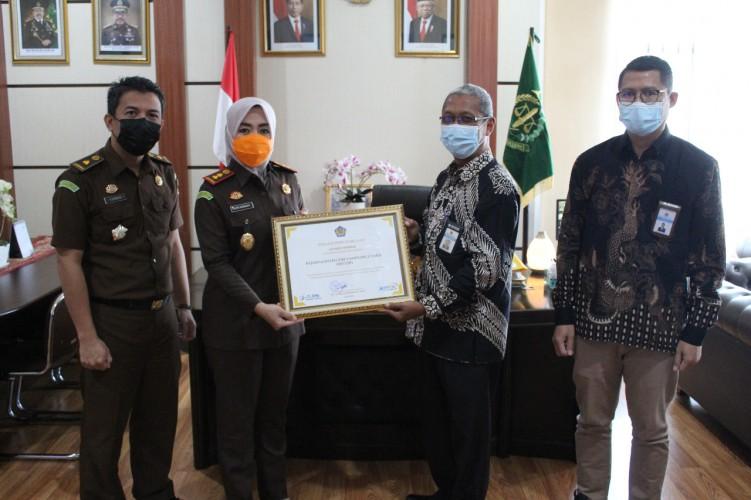 KPPN Kotabumi Beri Penghargaan Atas Penyampaian LPJ Bendahara