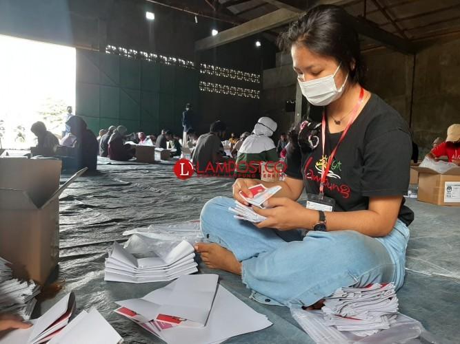 KPU Bandar Lampung Mulai Lipat dan Sortir Surat Suara