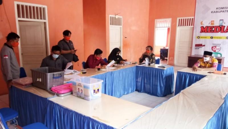 KPU Lamsel Temukan Kekurangan Berkas Pendaftaran Dua Bapaslon