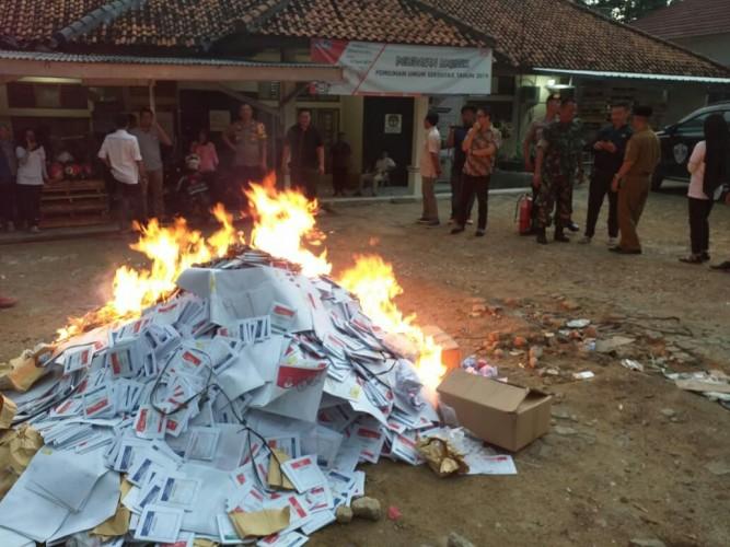 KPU Mesuji Musnahkan 10.267 Surat Suara Rusak dan Berlebih
