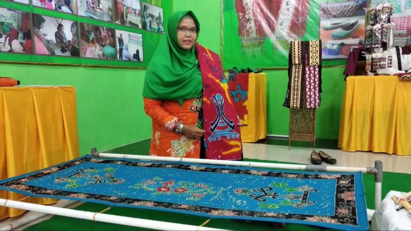 Kreatif, Ada Batik Karya ABK di Anjungan Metro