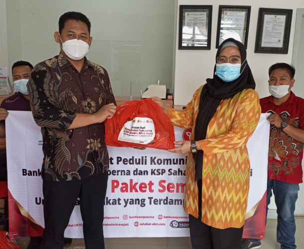 KSP Sahabat Mitra Sejati dan Bank Sampoerna Berbagi Sembako ke 17 Kota