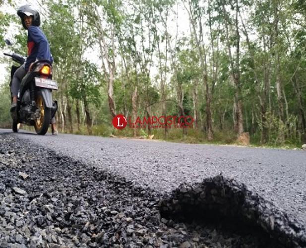 Kualitas Jalan Baru di Desa Sabahbalau Buruk
