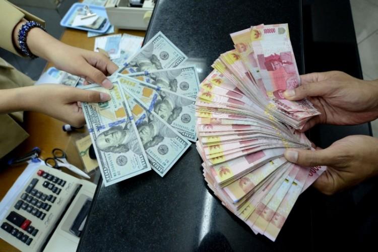 Kurs Dolar AS Kembali Menguat