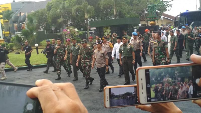 Lagu Selamat Datang Sambut Kedatangan Kapolri dan Panglima TNI