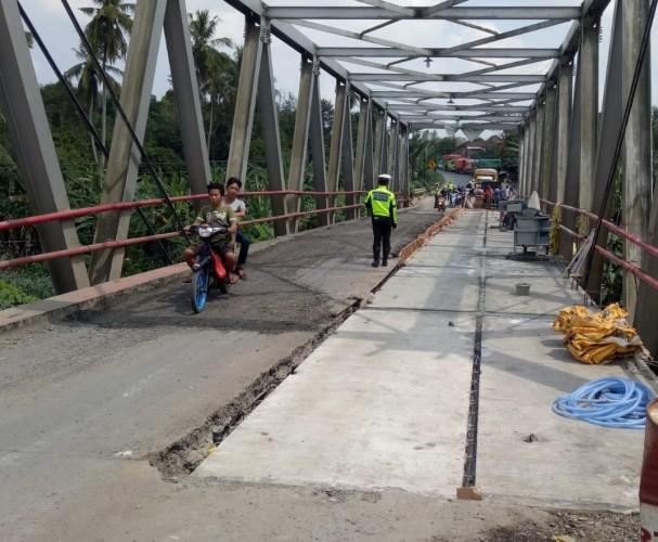 Lalu Lintas Jembatan Way Rarem Masih Terapkan Buka Tutup