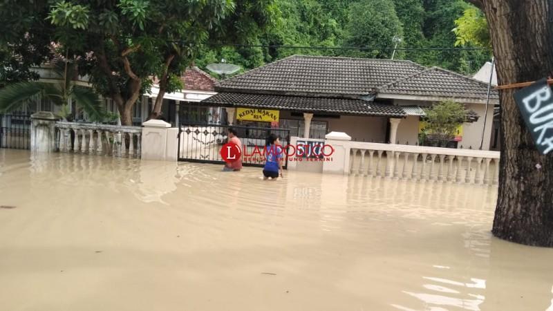 LAMPOST TV:Banjir Rendam Seribuan Rumah di Katibung