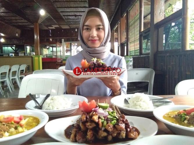 LAMPOST TV:Kuliner Sate Luwes Bikin Ketagihan