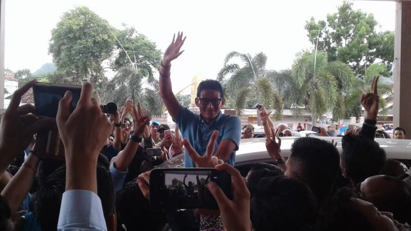 LAMPOST TV: Sandiaga Uno Sapa Warga di Pasar Tradisional