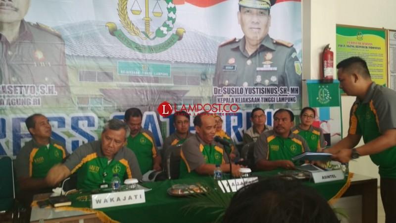LAMPOSTTV:Peringati Hari Anti-Korupsi, Kejati Lampung Bagikan Stiker