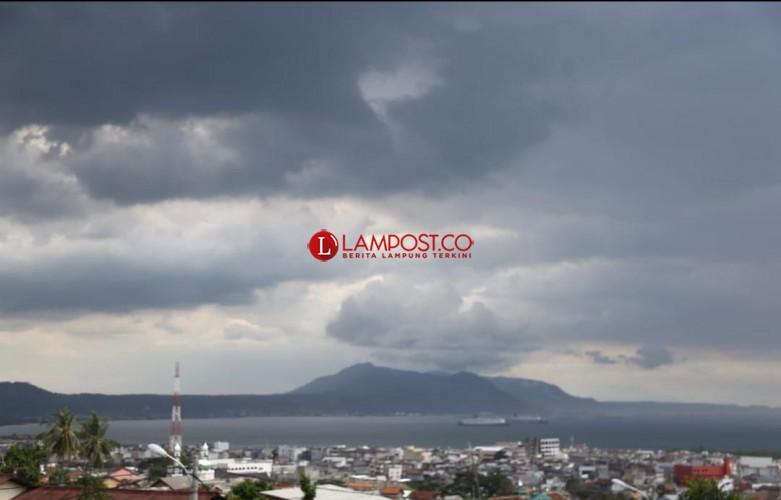 Lampung Berpotensi Hujan dan Angin Kencang Tiga Hari ke Depan