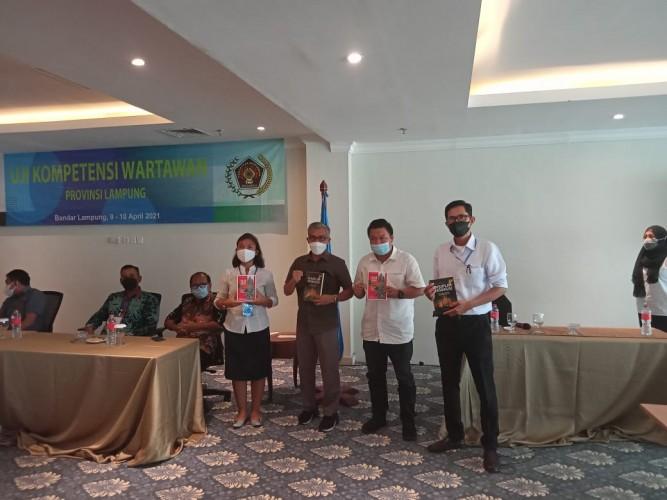 Lampung Post Sapu Bersih Predikat Terbaik UKW