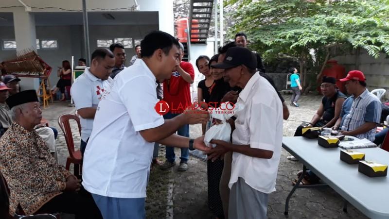 Lampung Sai Bagikan 500 Paket Daging Kurban