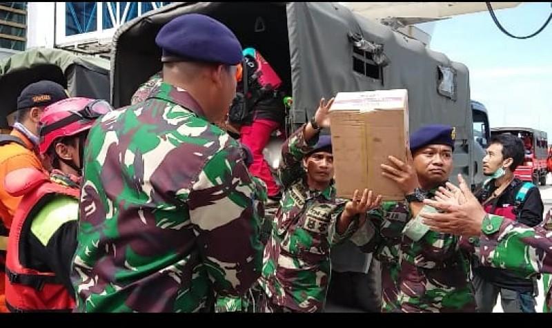 Lanal Lampung Kerahkan  KRI Torani-860 Angkut Logistik ke Pulau Sebuku