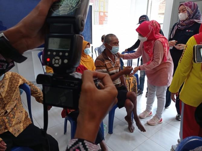 Lansia dan Penyandang Disabilitas di Natar Bisa Cetak KTP dengan Cepat