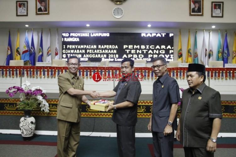Laporan Raperda LPj APBD 2018 Provinsi Lampung Disahkan