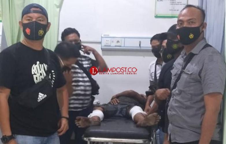 Lawan Petugas Pakai Parang, Maling Motor di Tubaba Ditembak