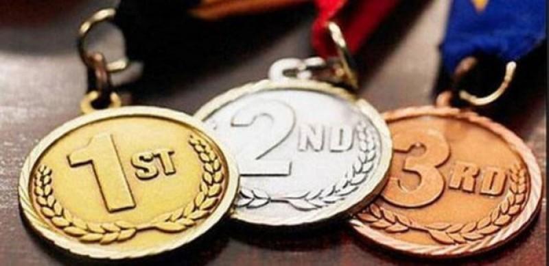 Lelang Medali