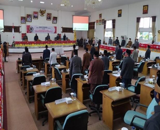 Lima Anggota DPRD Lamteng Laporkan Ketua Dewan ke BK