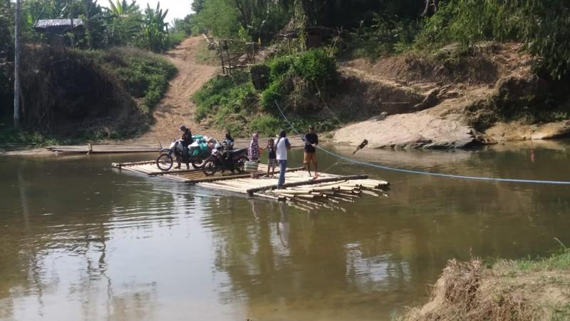 Lima Kampung Terisolasi Akibat Jembatan Gantung Putus