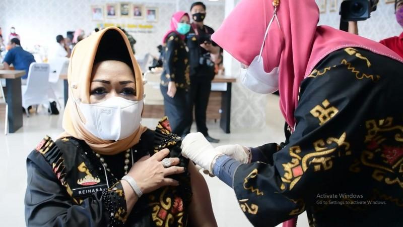 Lima Tokoh Lampung Dapat Vaksin Pertama