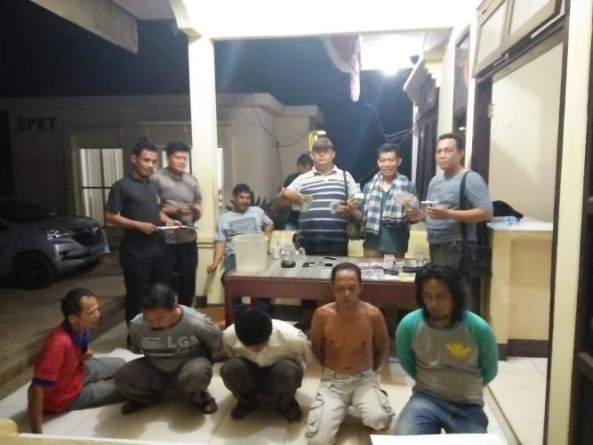 Lima Warga Tatakarya Ditangkap saat Sedang Asyik Berjudi