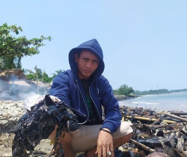 Limbah Aspal Rusak Pantai Wisata Lampung