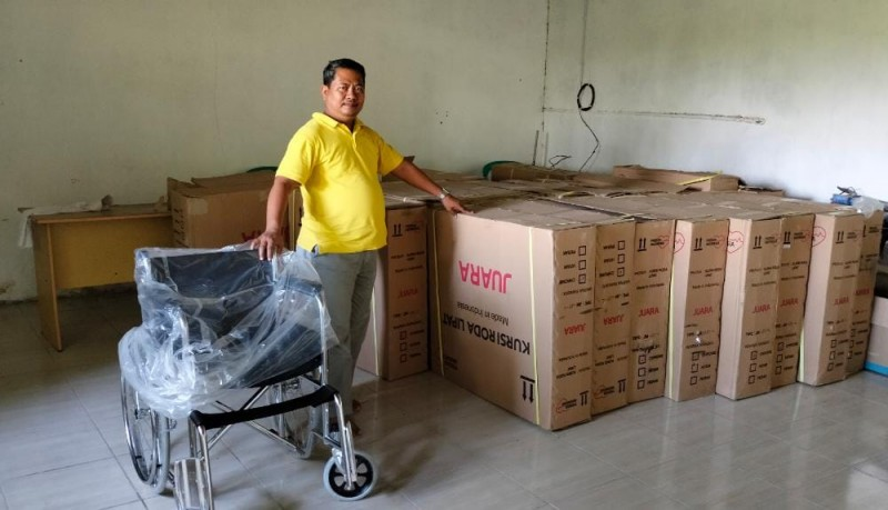 LKS Bina Sejahtera Salurkan Ratusan Alat Bantu Disabilitas