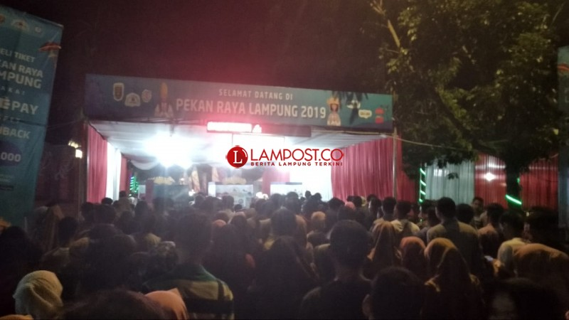 Loket Masuk Lampung Fair Berdesakan, Pengunjung Wanita Risih